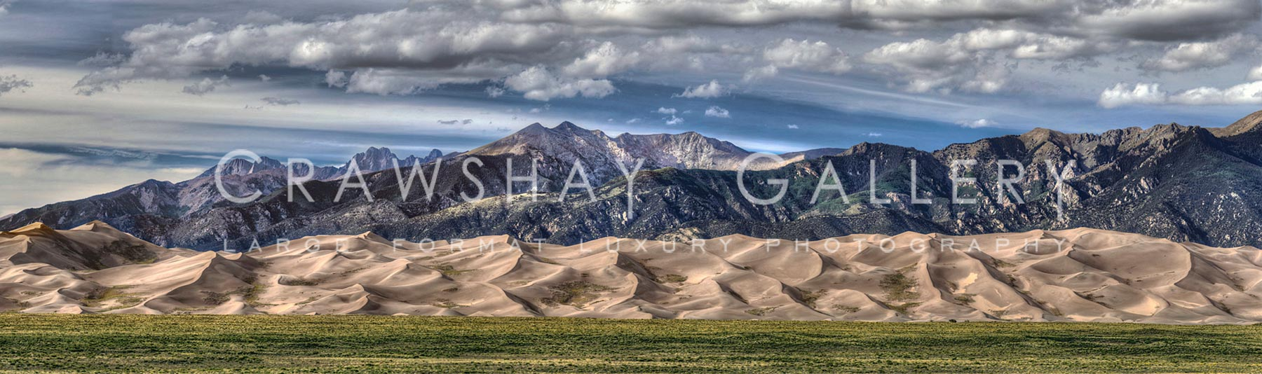 Rock mountains and huge sandunes - Colorado